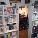 Libreria con prodotti stampa e libri tecnici